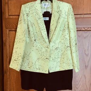 Albert Nipon 100% silk 3 piece suit sz 12